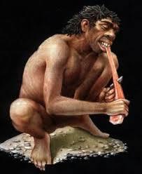 Hombre primitivo comiendo carne