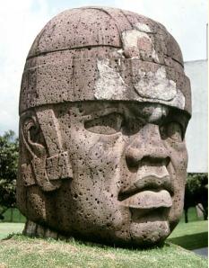 Cabeza monumental olmeca