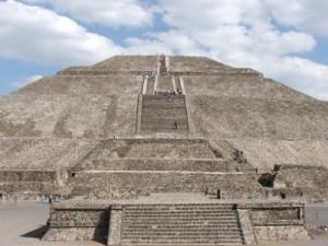piramide-del-sol-Teotihuacan Mexico