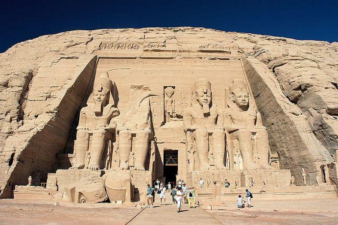 Abu_Simbel,_Ramesses_Temple,_front,_Egypt  Przemyslaw   Blueshade  Idzkiewicz