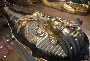 replica-sarcofago-tutankamon-exposicion-tutankamon-su-tumba-y-sus-tesoros-nuremberg-alemania