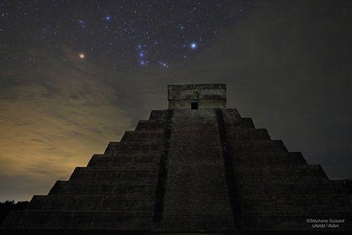 Piramide de Kukulkan El Castillo Chichen Itza Mexico y Orion