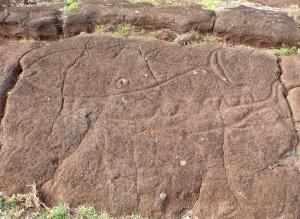 isla-de-pascua-papa-baka-tahai-petroglifos-atun-y-tiburon