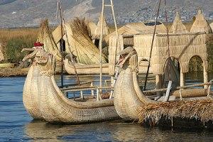 Barcas totora hechas con juncos Bolivia