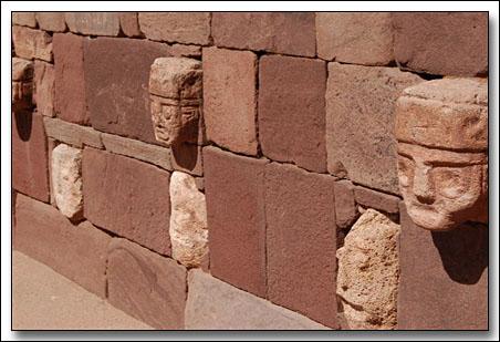 esculturas rostros multirraciales Tiahuanaco