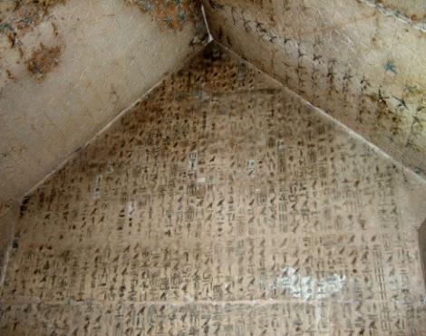 piramide-de-unas-detalle-textos de las piramides