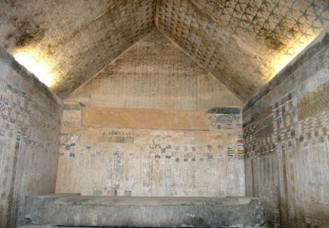 piramide-de-unas-interior