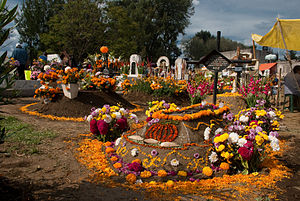 Día de Muertos tumbas adornadas