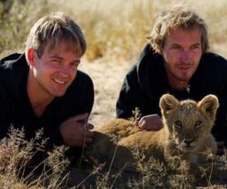 Valentin Mikkel y Sirga la leona