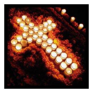 Ofrenda dia de muertos 4-fcoronado Foto gersMexico cruz de veladoras