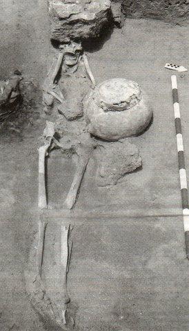 inhumacionsolarcallebrunete2006