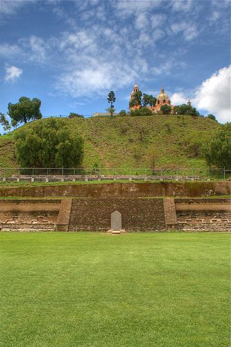 Piramide de cholula Puebla Mexico parece cerro natural