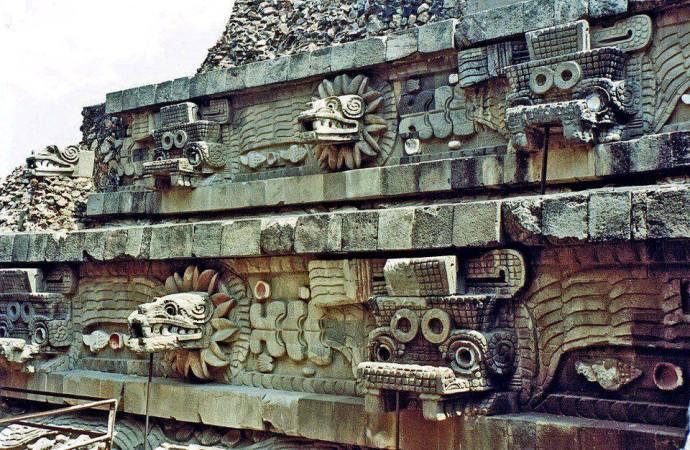 Piramide de Quetzalcóatl Teotihuacan Mexico
