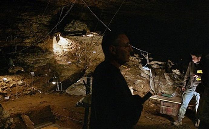 Arqueologos   excavaciones cueva  Kozamika 1