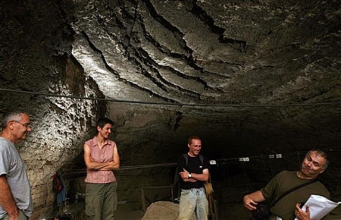 Arqueologos   excavaciones cueva  Kozamika
