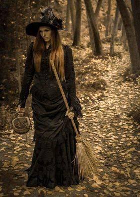 mujer sola bruja escoba