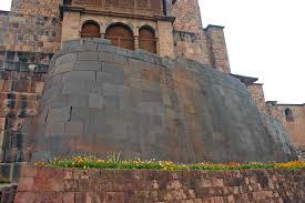 Coricancha muro preincaico de Cuzco y templo español  Santo Domingo