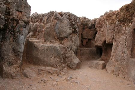 Entrada a una chicana o tunel Sacsayhuaman
