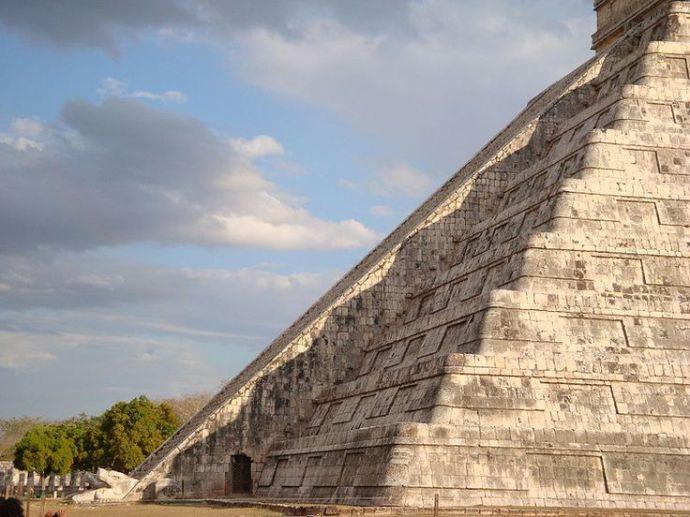 Descenso de Kukulkan Chichen Itza Mexico
