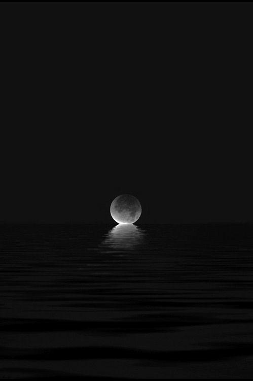 superluna negra y mar