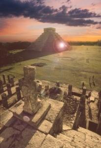 Templo de Kukulkan Chichen Itza Yucatan Mexico puesta de Sol