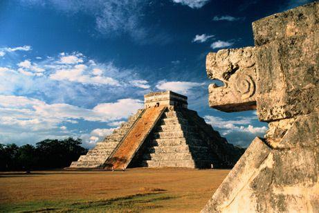 Templo de Kukulkan o El Castillo Chichen Itza Yucatan Mexico patrimonio de la humanidad