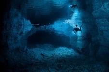Cueva de Orda subamrinistas rusos trabajan en condiciones de inmersion muy duras