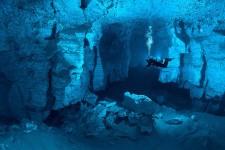 La exploracion de la cueva Orda comenzó en 1992 por un grupo de espeleologos