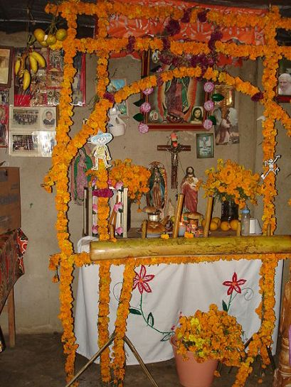 Traditional_Altar_for_the_Dead-Mexico IxTah